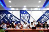 Pejabat serta staf Badan Bahasa yang turut serta berdiskusi