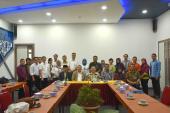 Foto bersama Badan Bahasa dan LIPI