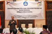Staf Ahli Menteri Bidang Inovasi dan Daya Saing, Ir. Ananto Kusuma Seta, M.Sc., Ph.D memberikan materi peta jalan Gerakan Literasi Nasional 2017
