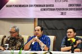 Ratun Untoro, M.Hum. memaparkan hasil diskusi kelompok literasi budaya dan kewarganegaraan