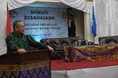 Kepala Badan Bahasa, Dadang Sunendar memberikan sambutan dan membuka secara resmi Diskusi Kebahasaan
