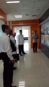 Tim Kerja Sama Badan Bahasa sedang diberikan penjelasan oleh pihak BNPB terkait kebencanaan