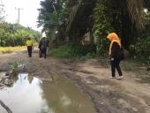 Tim peneliti dari Balai Bahasa Riau melakukan penelitian kebahasaan Suku Talang Mamak.