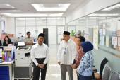 Mendikbud mengunjungi Bagian Perencanaan Badan Bahasa, ditemani Kepala Badan Bahasa, Sekretaris Badan Bahasa, dan Kepala Pusat Pembinaan